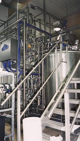 Täydellisiä prosesseja putkistoineen ja veden jäähdystyslaitteistoineen 1998.